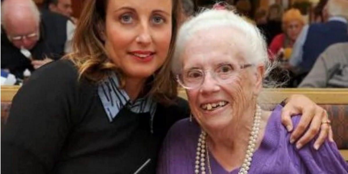 Doreen Mann con su salvadora, la camerera Sonia Congrave
