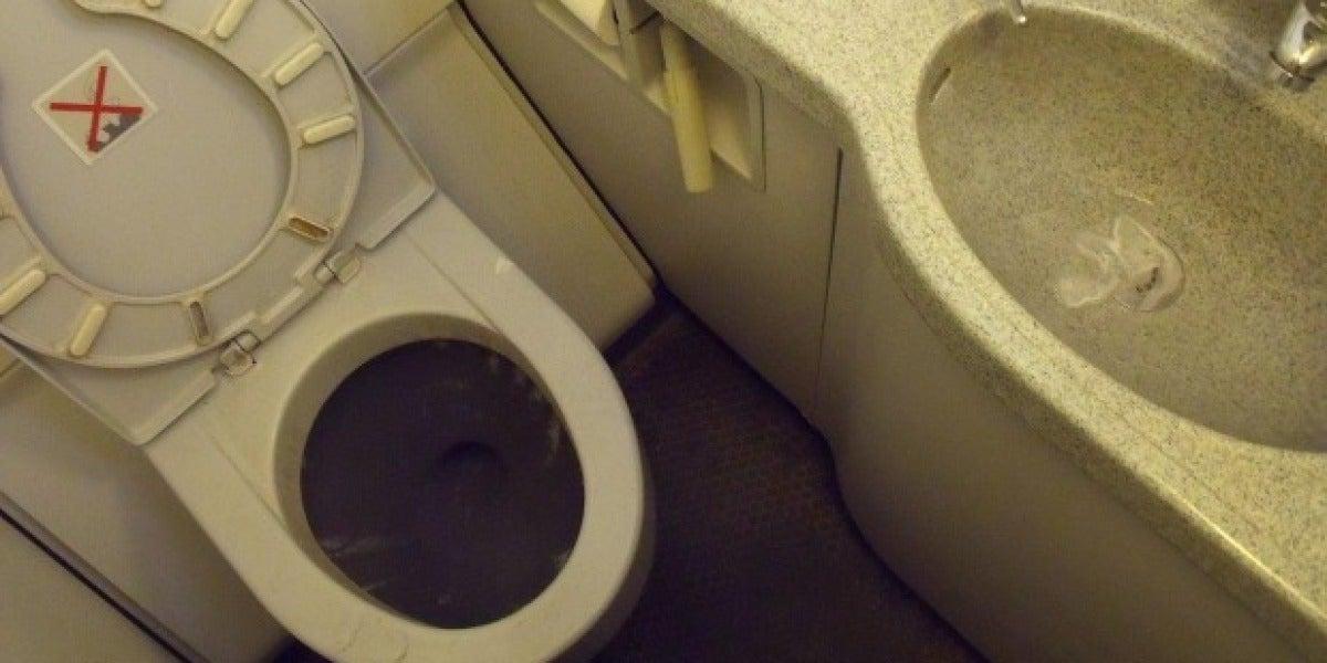 Inodoro de un avión