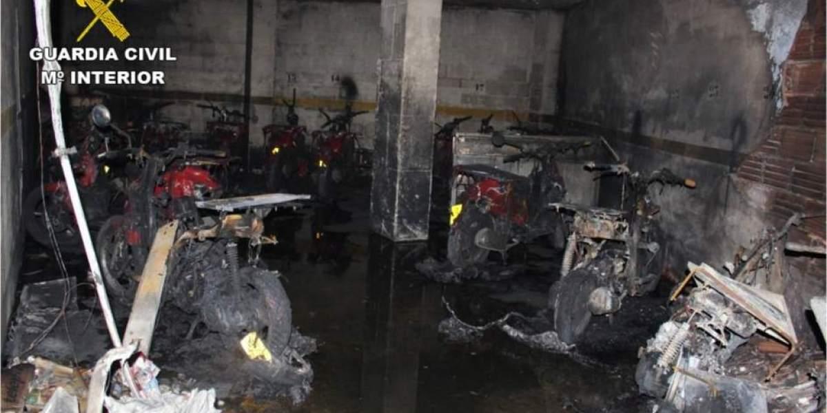 Garaje del establecimiento con las motos calcinadas