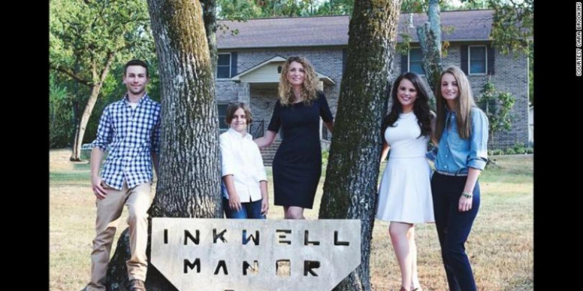 Cara Brookins  y sus cuatro hijos