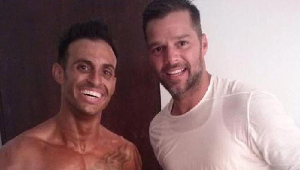 Ricky Martin posa junto a su hermano Eric Martin
