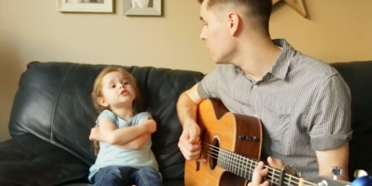 Padre e hija cantan 'Hay un amigo en mí'