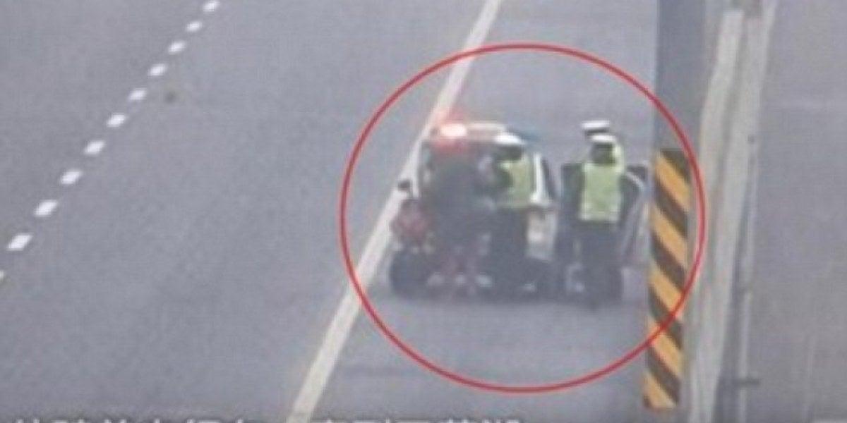 La policía paró al chico porque circulaba en bicicleta por la autopista