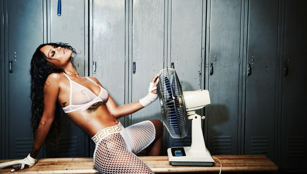Rihanna durante una sesión de fotos para 'Esquire'
