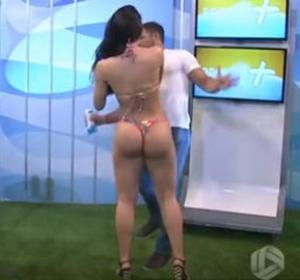 Rayssa Teixeira Melo le da un bofetón a un presentador en directo