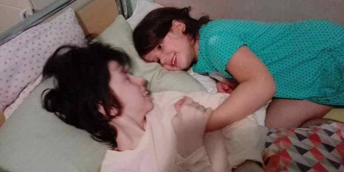 Una mujer queda en coma durante el parto y siete años más tarde conoce a su hija