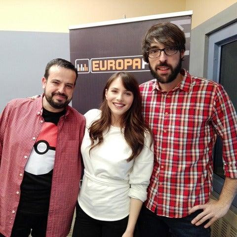 Andrea Duro con Quique Peinado y Kiko Béjar en Europlay