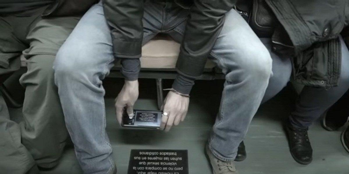 Placa en el Metro de México