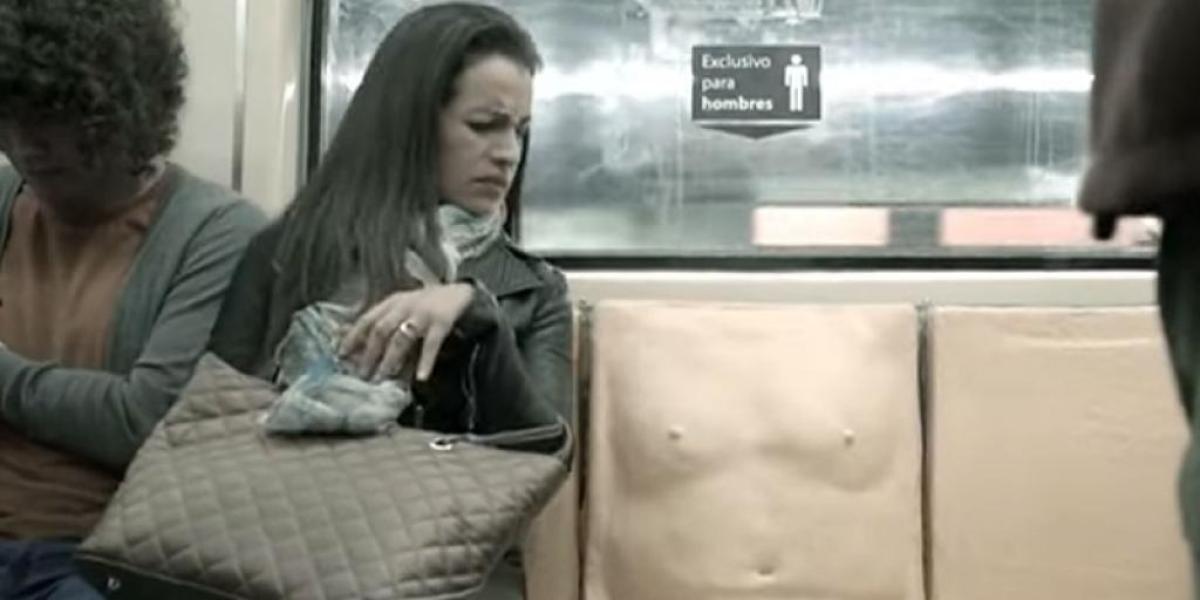 """Asiento con """"pene"""" en el Metro"""