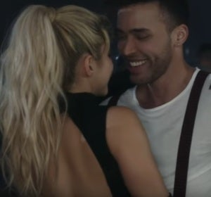 Shakira y Prince Royce en el videoclip de 'Deja Vu'