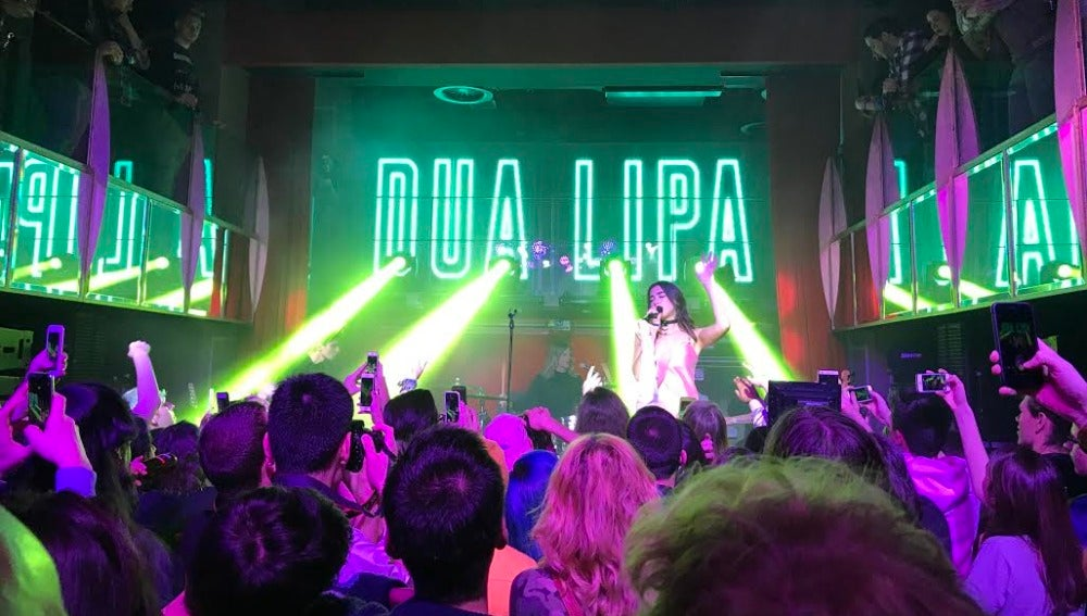Dua Lipa en su showcase privado en Madrid