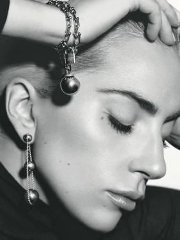 Lady Gaga posa con joyas de Tiffany & Co.