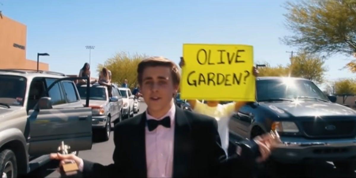 Recrea una escena de La la land para que Emma Stone lo acompañe a su graduación