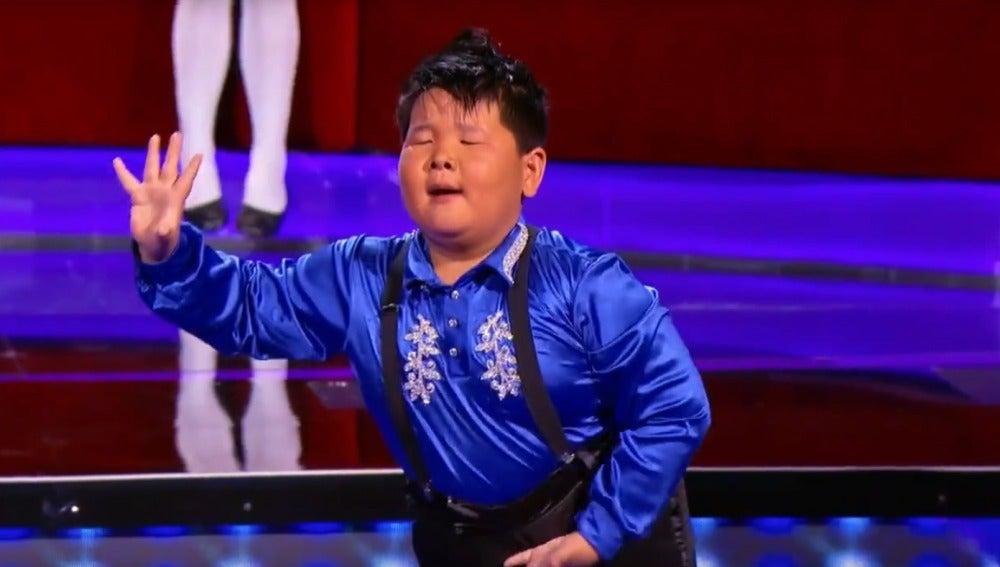 He Xiongfei en el talent show Little Big Shots