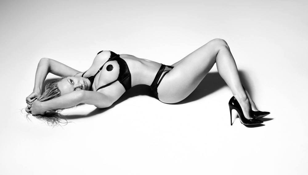 Pamela Anderson posa para una marca de lencería erótica