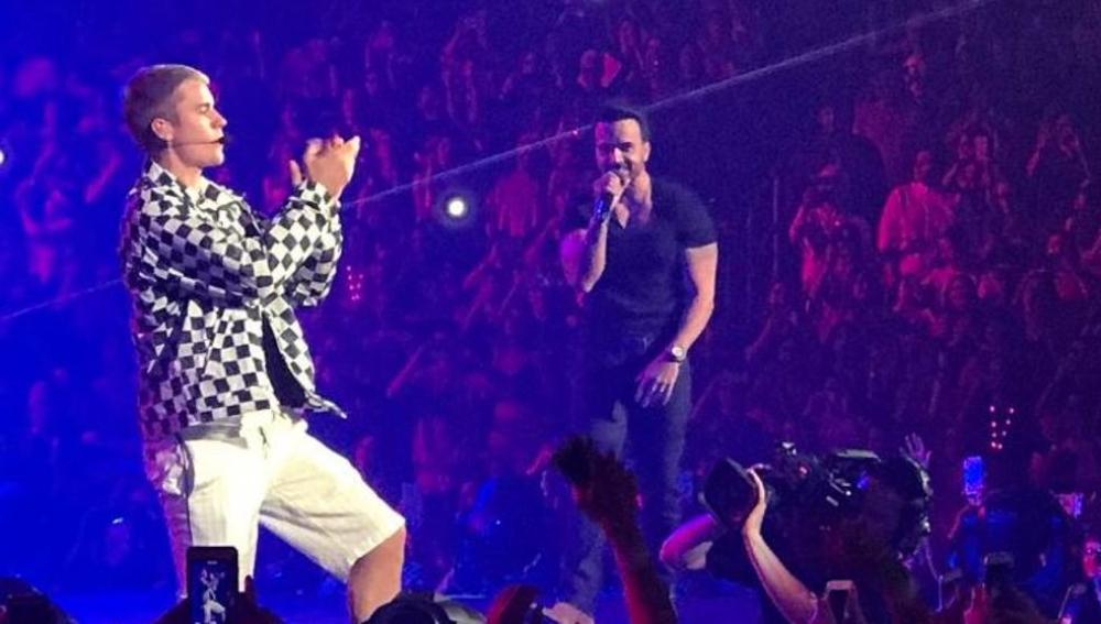 Luis Fonsi en el concierto de Justin Bieber en Puerto Rico