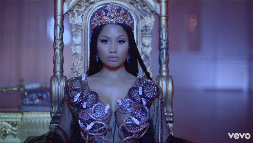 Nicki Minaj en el videoclip de 'No Frauds'