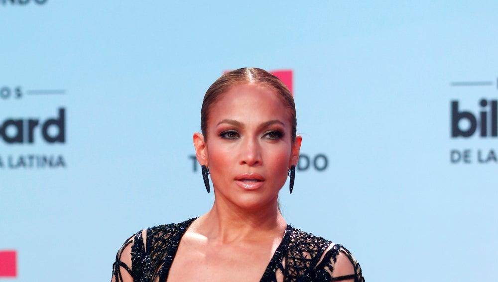 El tan comentado look de Jennifer Lopez