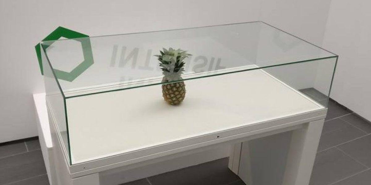 La piña expuesta en una vitrina