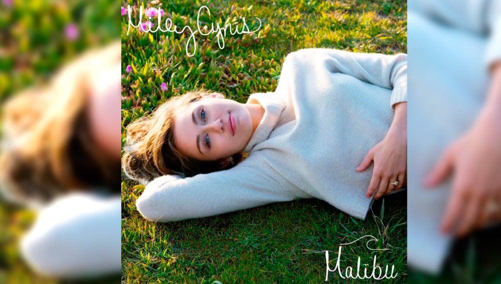 Miley Cyrus presenta la portada de 'Malibu'