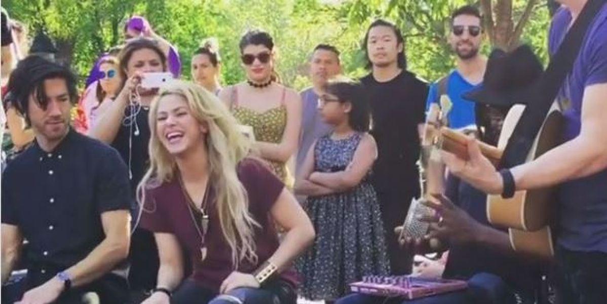 Shakira regala un concierto sorpresa en Nueva York