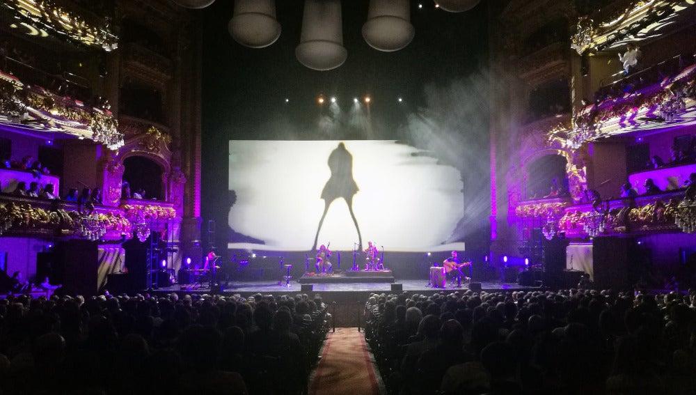 Jarabe de Palo celebra la vida y emociona en el Gran Teatre del Liceu
