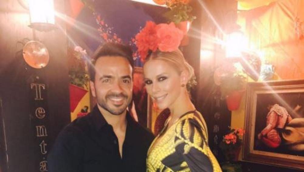 Luis Fonsi junto a su esposa Águeda López