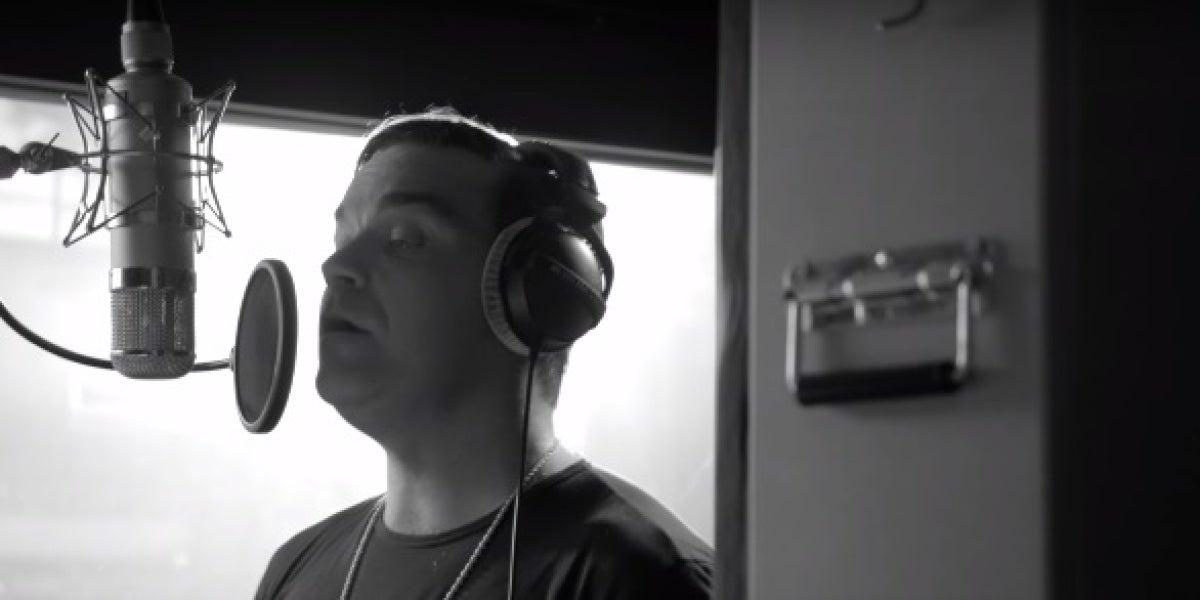 Robbie Williams para 'Bridge Over Troubled Waters'