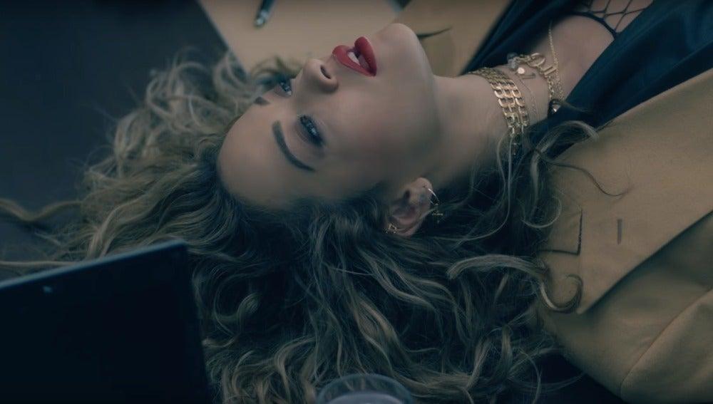 Rita Ora en el vídeo de 'Your Song'