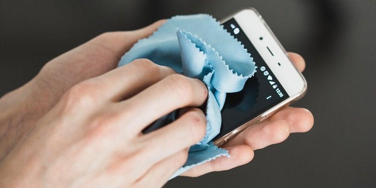 Limpiando smartphone
