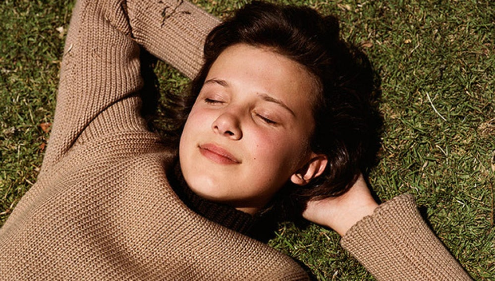 Millie Bobby Brown en el videoclip de 'I Dare You', de The xx