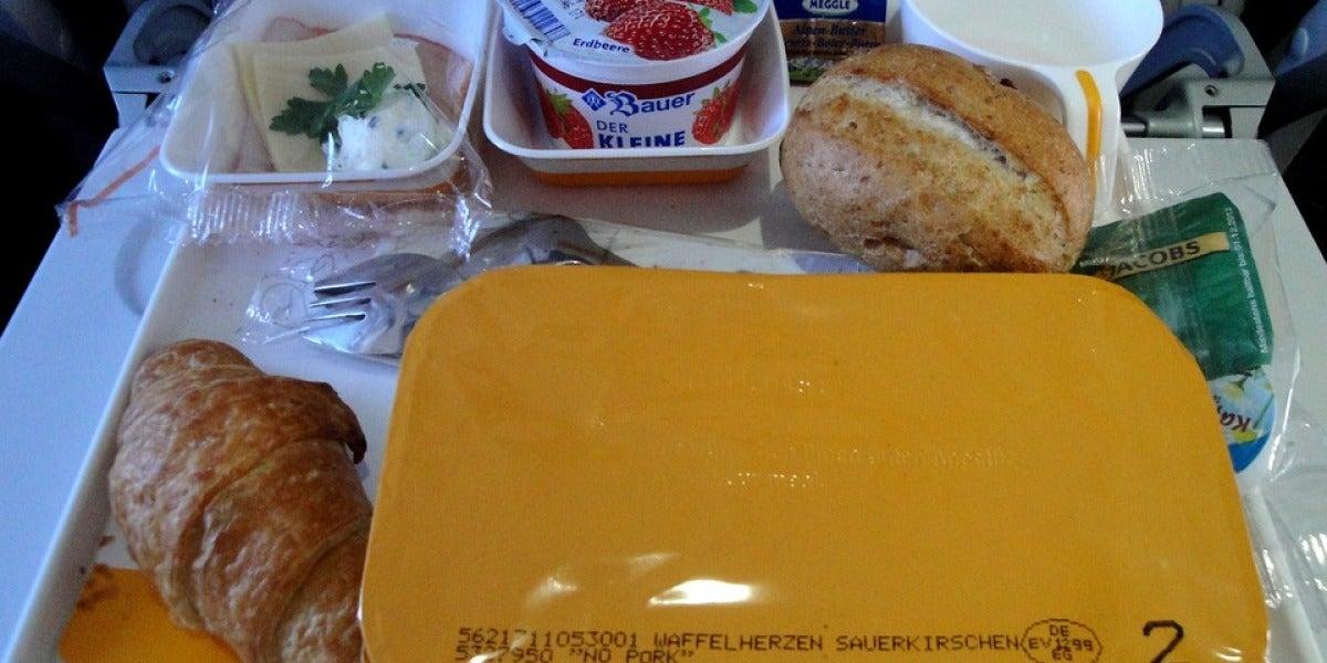Servicio de comida en un avión