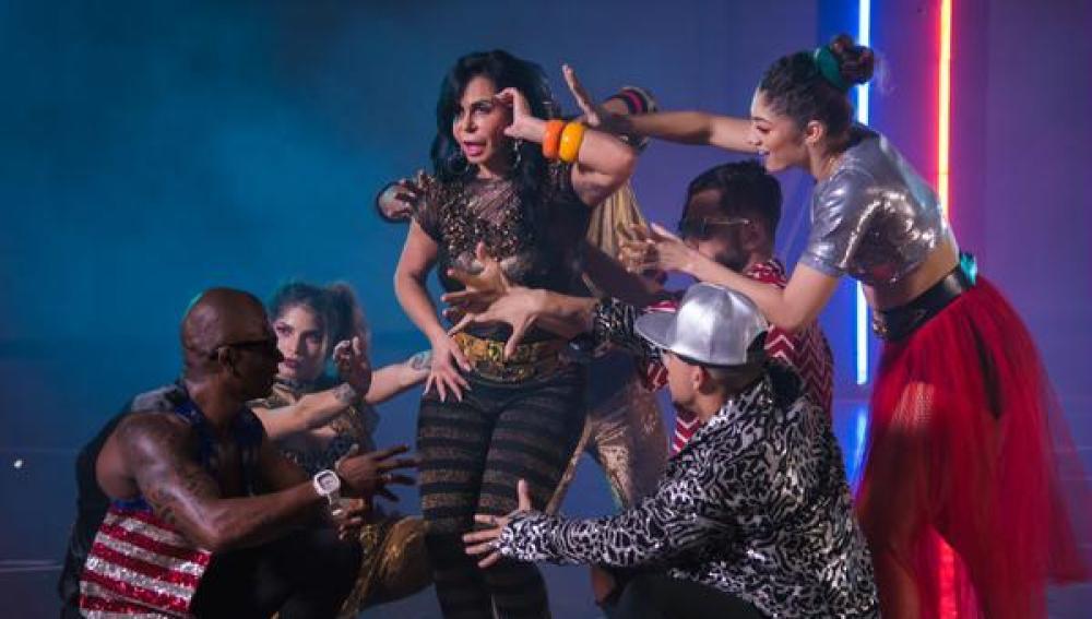 Gretchen protagoniza el lyric video de 'Swish Swish' de Katy Perry y Nicki Minaj