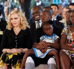 Madonna en la inaguración del hospital Mercy James