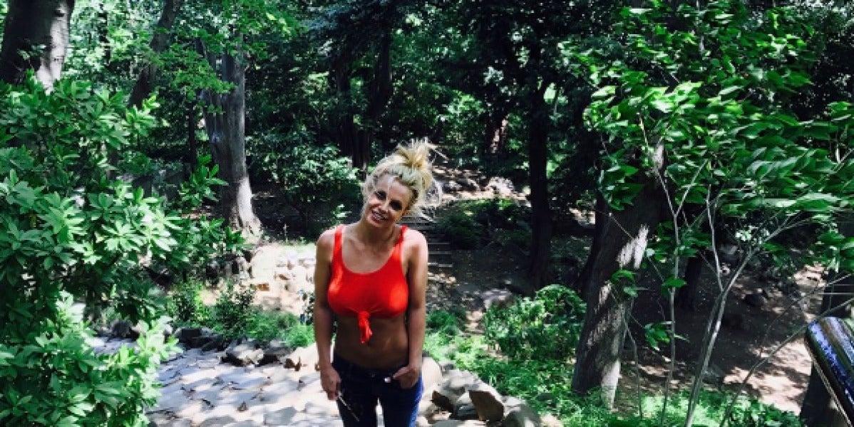 Britney Spears aprovecha sus vacaciones para disfrutar de la naturaleza
