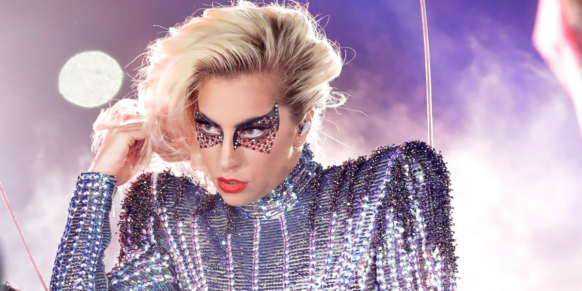 Lady Gaga durante su actuación en el intermedio de la Super Bowl 2017