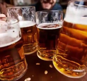 Imagen de archivo de jarras de cerveza