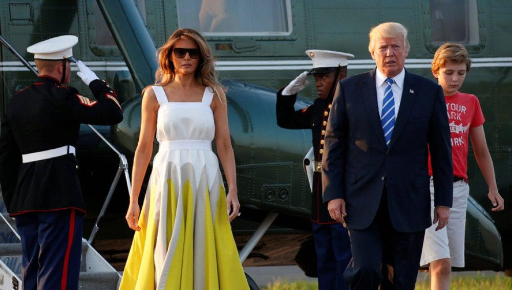 Melania Trump con el diseño de la firma española DelPozo