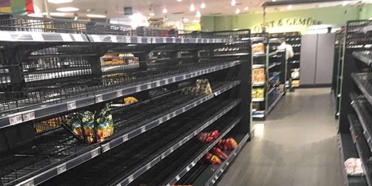 Imagen de un supermercado Edeka con las estanterías vacías