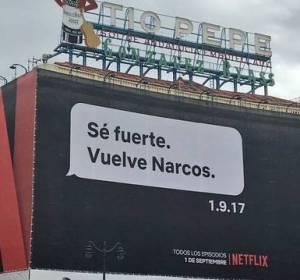 Cartel publicitario de la serie 'Narcos' en la Puerta del Sol