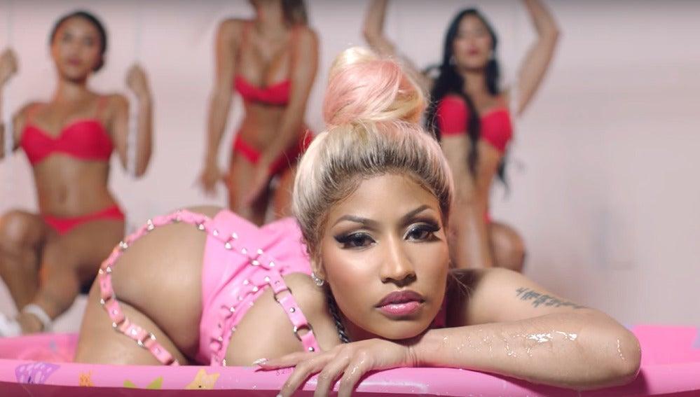 Nicki Minaj en el vídeo de 'Rake It Up'