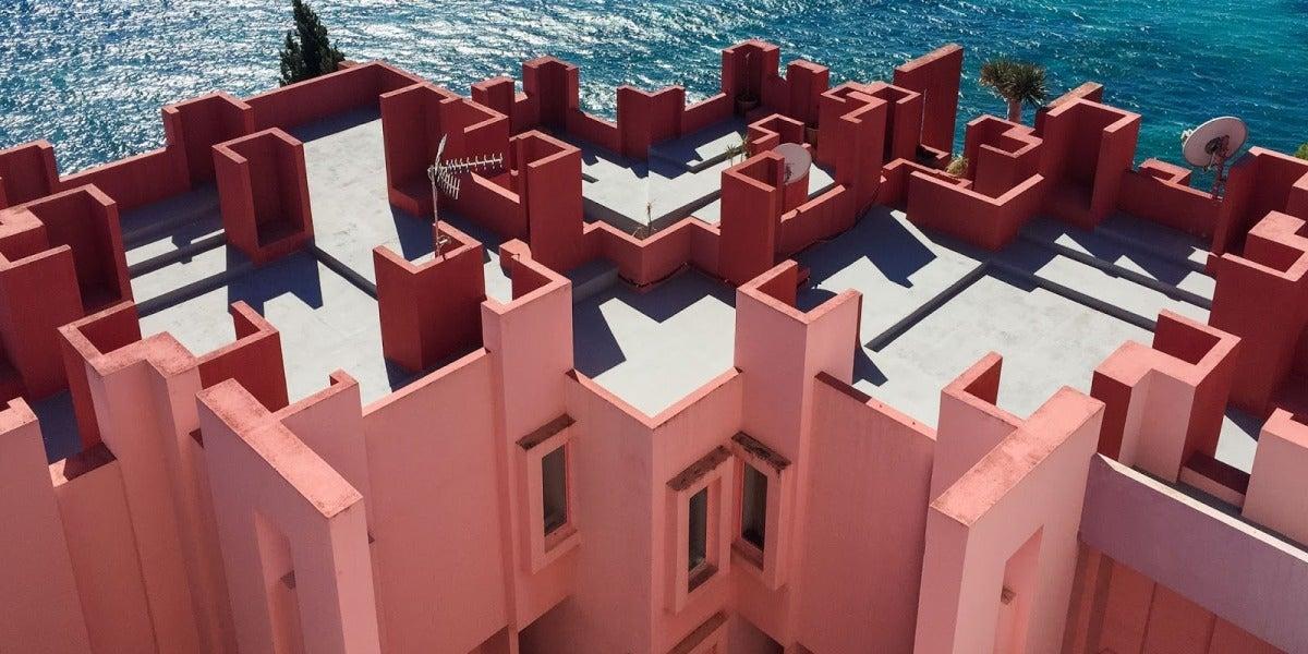 La Muralla Roja, obra del arquitecto Ricardo Bofill Leví