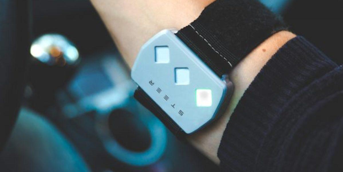 Esta pulsera emite descargas eléctricas si te duermes al volante