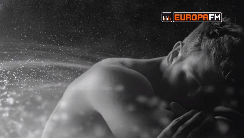 Pablo Alborán en el vídeo de Saturno
