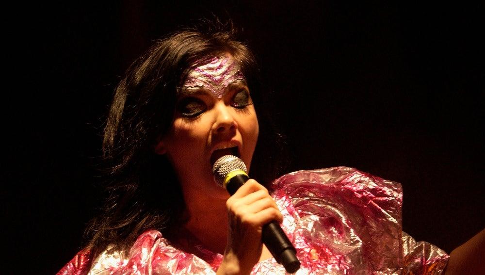 Björk durante su 'Volta World Tour' en Londres