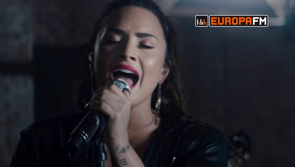 Demi Lovato cantando 'Sorry Not Sorry'