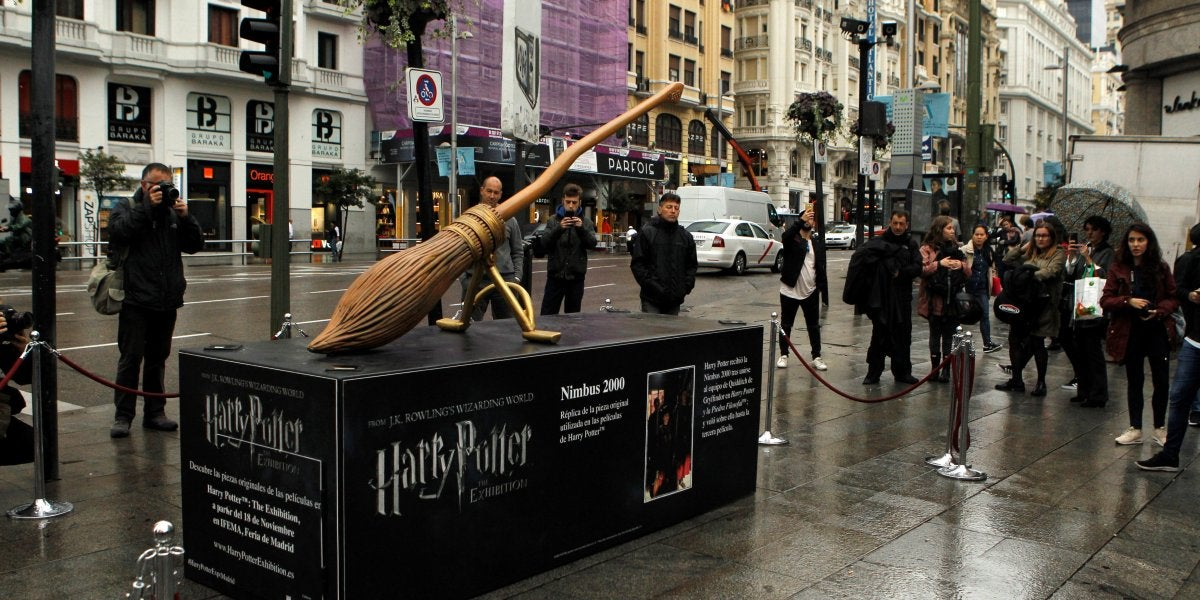 Escultura de Harry Potter exhibida en Madrid