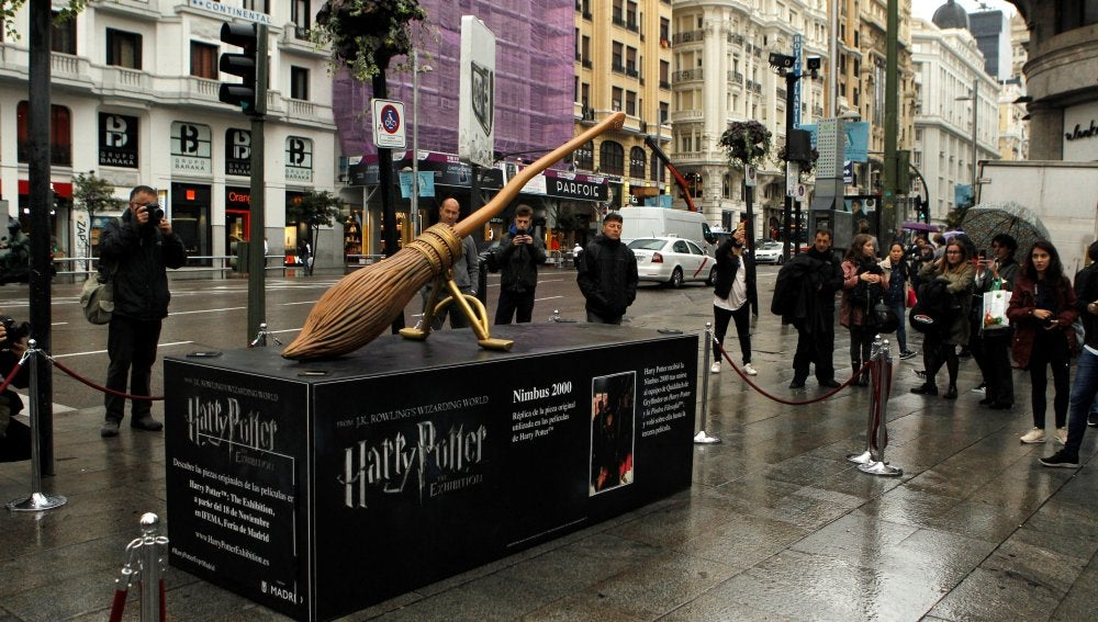 Escultura de Harry Potter exhibida en Madrid