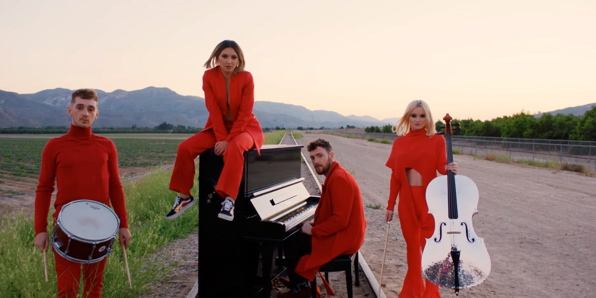 "Clean Bandit presenta ""I Miss You"" feat. Julia Michaels"