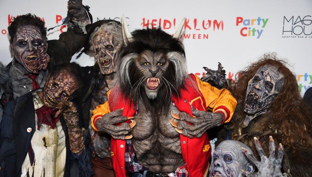 Heidi Klum rodeada de zombies